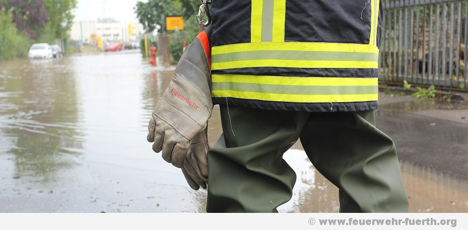 Unwetter ueber Erlangen - Zahlreiche Keller und Strassen unter Wasser