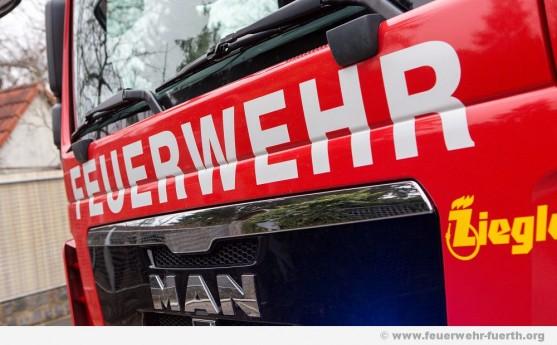 Symbolfoto Feuerwehr-Schriftzug auf Fahrzeug