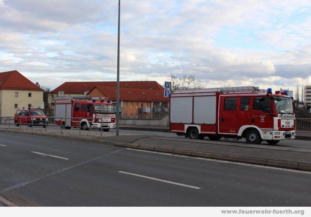Feuerwehrfahrzeuge an der U-Bahn Haltestelle Klinikum