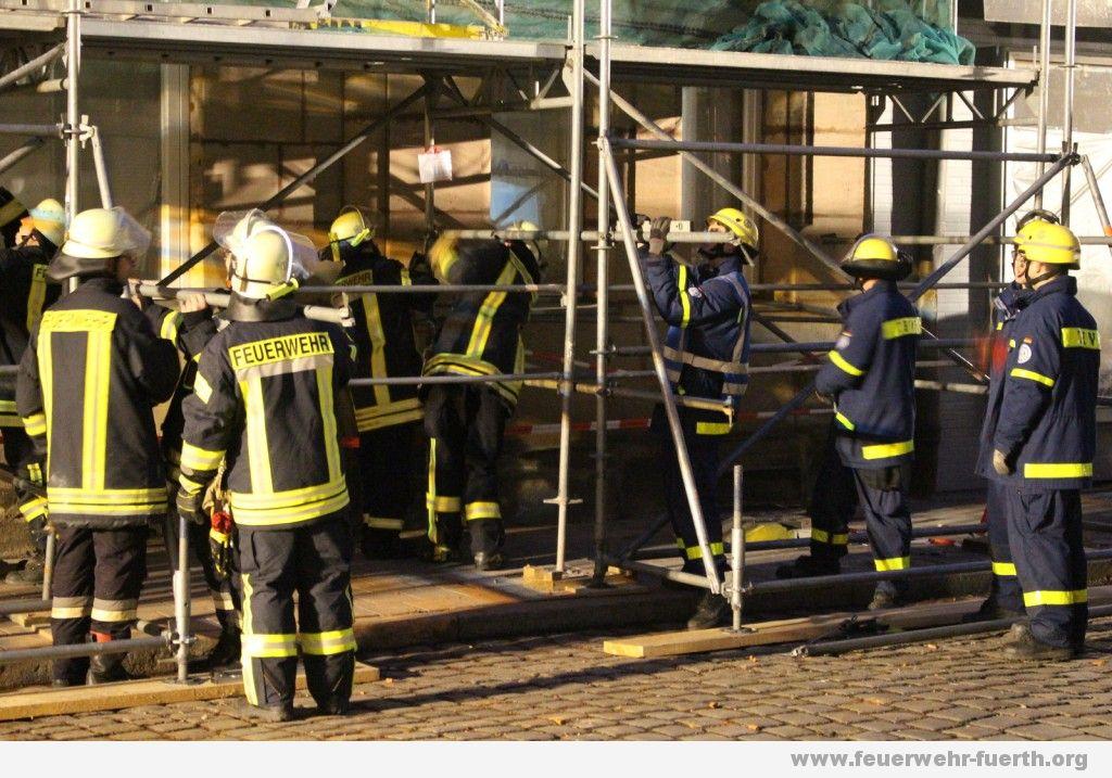 Sicherung Baugerüst THW Feuerwehr